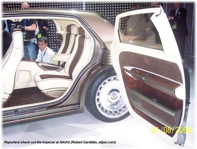 2006 Chrysler Minivan 2