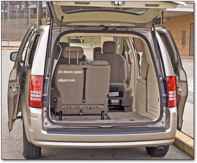 2009 chrysler town country dodge caravan minivan car reviews. Black Bedroom Furniture Sets. Home Design Ideas