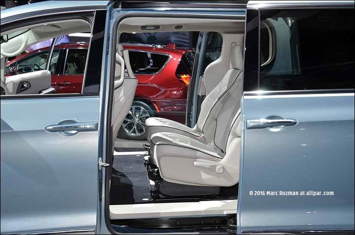 2017 chrysler hybrid minivan
