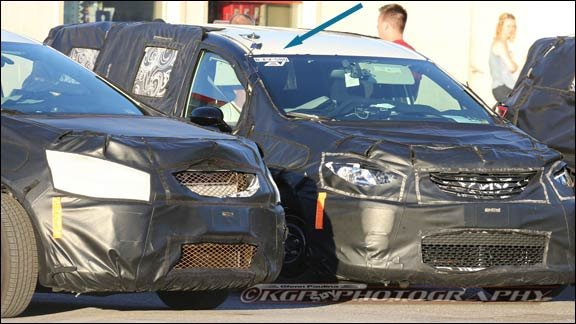Chrysler Pacifica EV spy shot