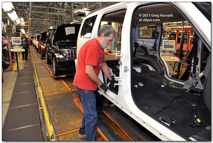 making the jeep liberty at toledo north 2011 plant tour. Black Bedroom Furniture Sets. Home Design Ideas