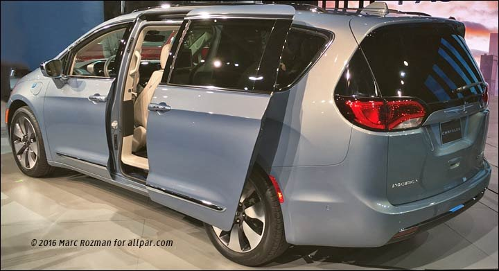 2017 Chrysler minivan with sliding door open