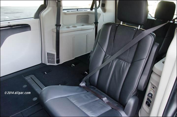2014 Chrysler Town Amp Country Minivan Car Review
