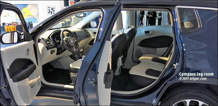2017 jeep compass leg room