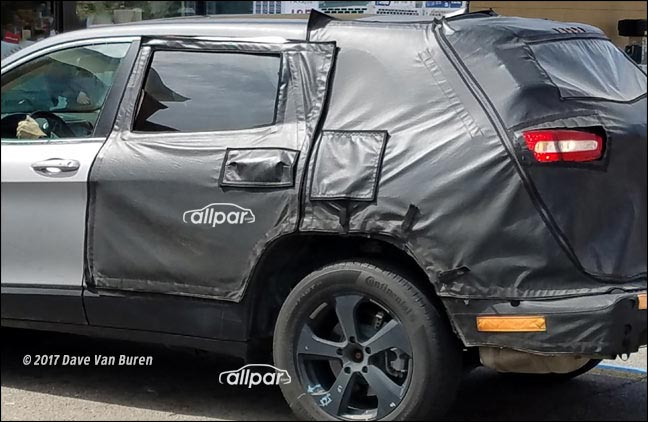Chrysler crossover spy shot